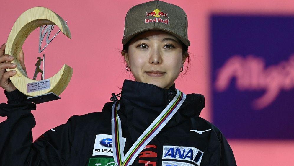 Takanashi gewann Silber von der Großschanze - Bildquelle: AFPSIDCHRISTOF STACHE