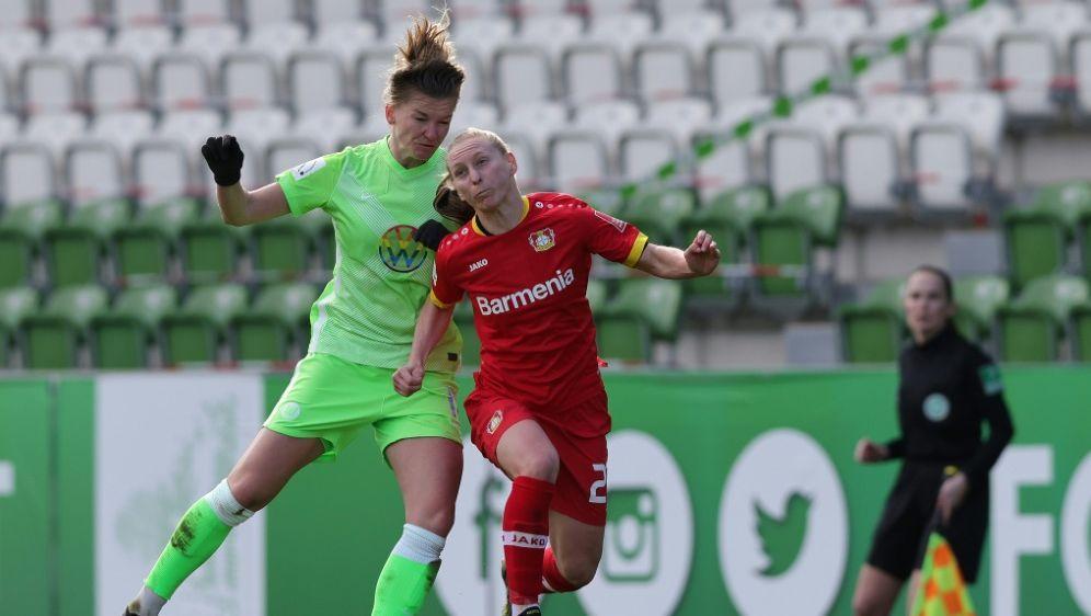 Alexandra Popp (l) traf zwei Mal für Wolfsburg - Bildquelle: FIROFIROSID