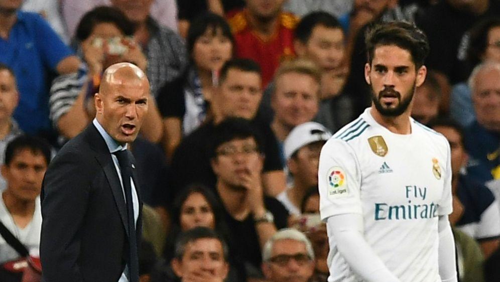 Einbruch bei Zinedine Zidane und Isco (v.l.) - Bildquelle: AFPSIDGABRIEL BOUYS