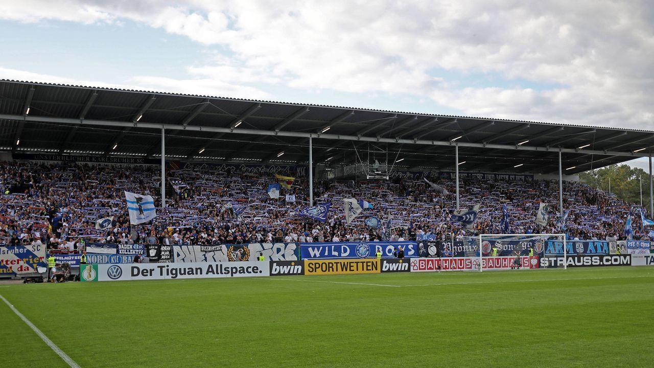 """Fan-Freundschaft mit """"Nachbar"""" Karlsruhe - Bildquelle: imago images / Sportfoto Rudel"""