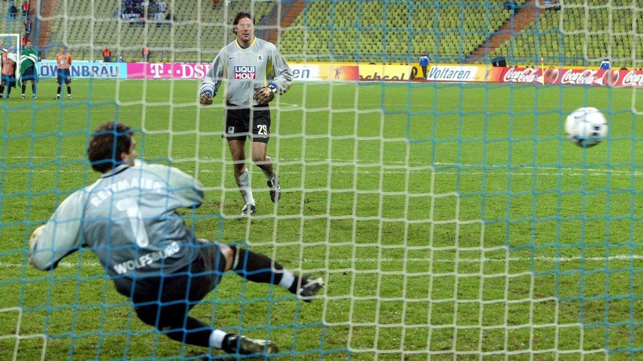 Platz 3 (geteilt): 1860 München - VfL Wolfsburg 10:9 n.E. (22 Elfmeter/ Saison 2002/2003) - Bildquelle: imago images/Thomas Exler