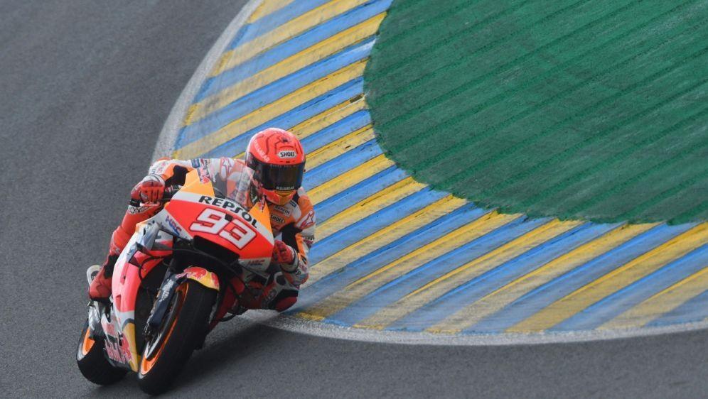 Marc Marquez fuhr im ersten Training Bestzeit - Bildquelle: AFPSIDJEAN-FRANCOIS MONIER