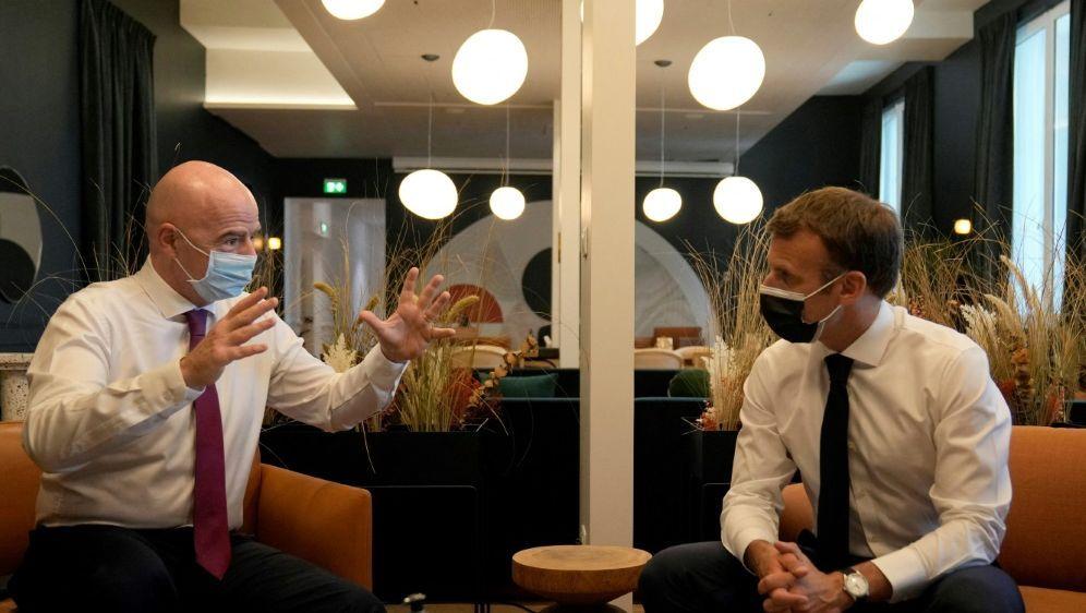 Macron und Infantino weihen FIFA-Niederlassung ein - Bildquelle: AFPSIDFRANCOIS MORI