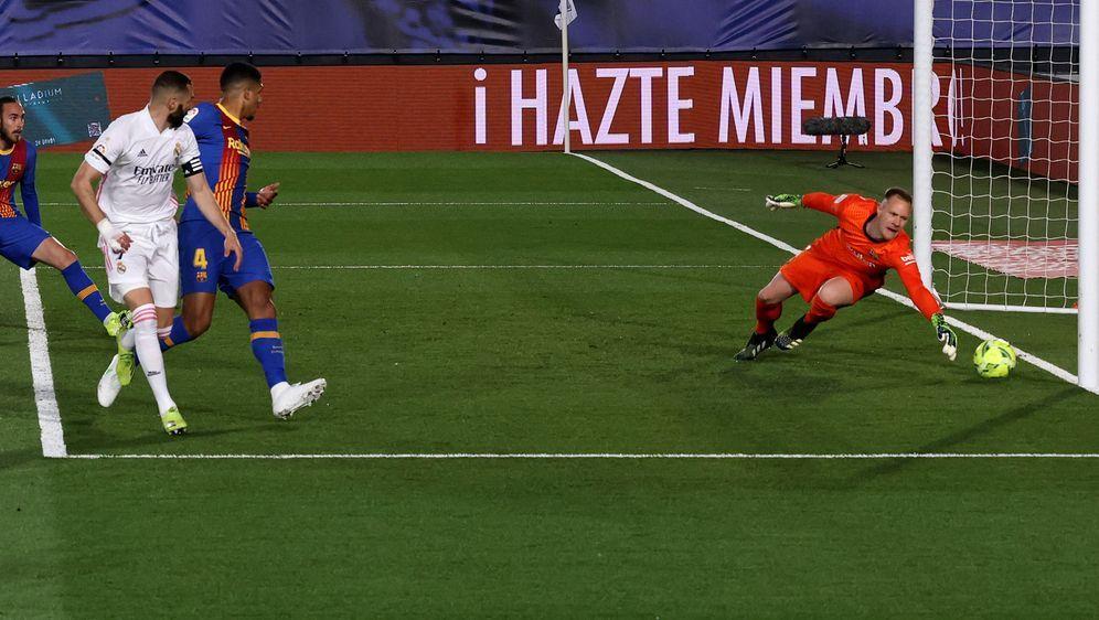Karim Benzema trifft per Hacke zur 1:0-Führung - Bildquelle: Imago Images