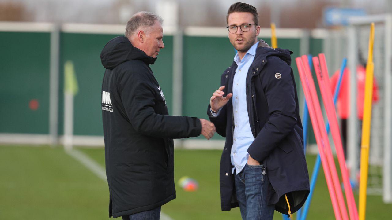 FC Augsburg: Chefscout Timon Pauls (re.) - Bildquelle: imago images/Krieger