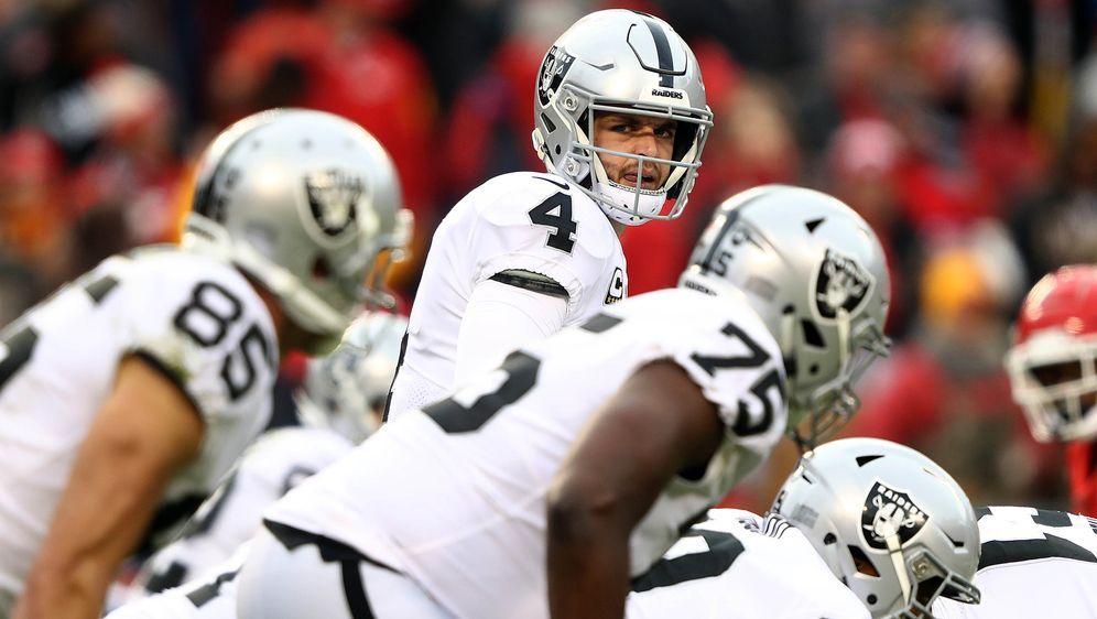 """Die Oakland Raiders werden 2019 in der Pre-Season für die Doku """"Hard Knocks""""... - Bildquelle: 2018 Getty Images"""