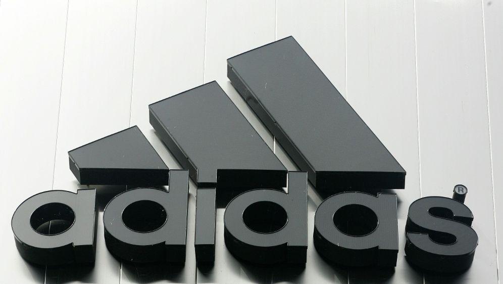 Adidas geht gegen den spanischen Fußballverband vor - Bildquelle: FIROFIROSID