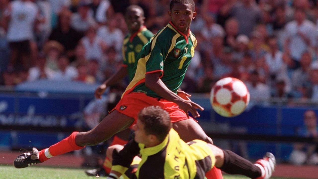 Im Jahr 2000: Kamerun schlägt Spanien - Bildquelle: imago images/Bildbyran