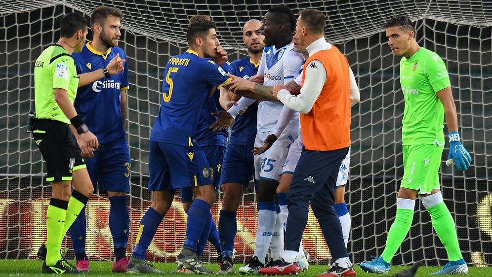 Mario Balotelli wurde gegen Hellas Verona rassistisch angefeindet - Bildquelle: Getty Images
