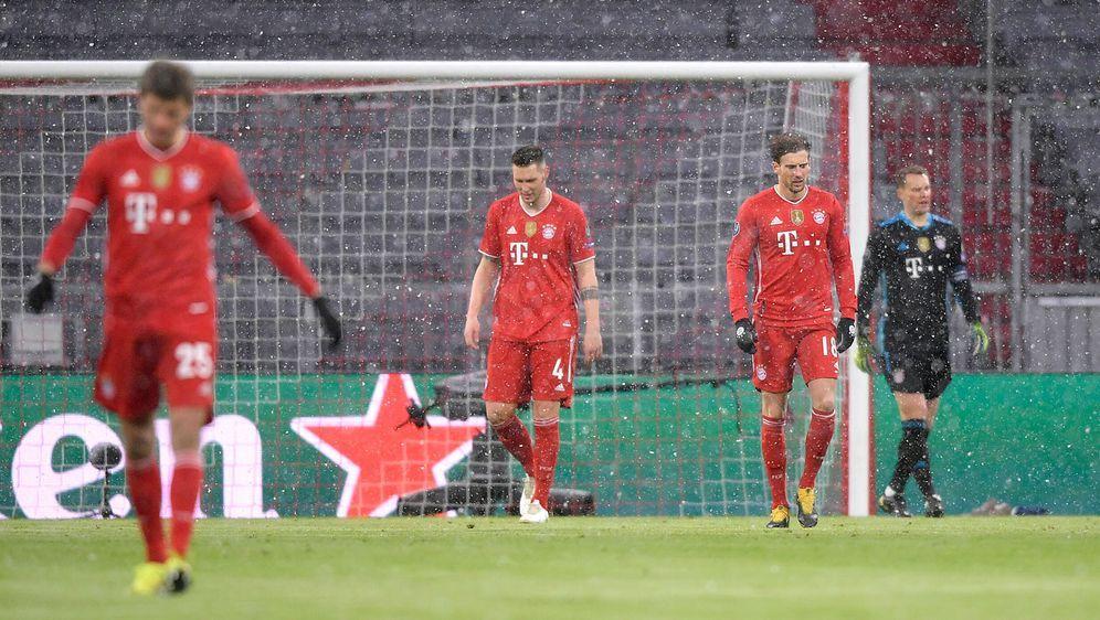 Nach der 2:3-Pleite gegen PSG im Rückspiel unter Zugzwang: der FC Bayern Mün... - Bildquelle: Imago Images