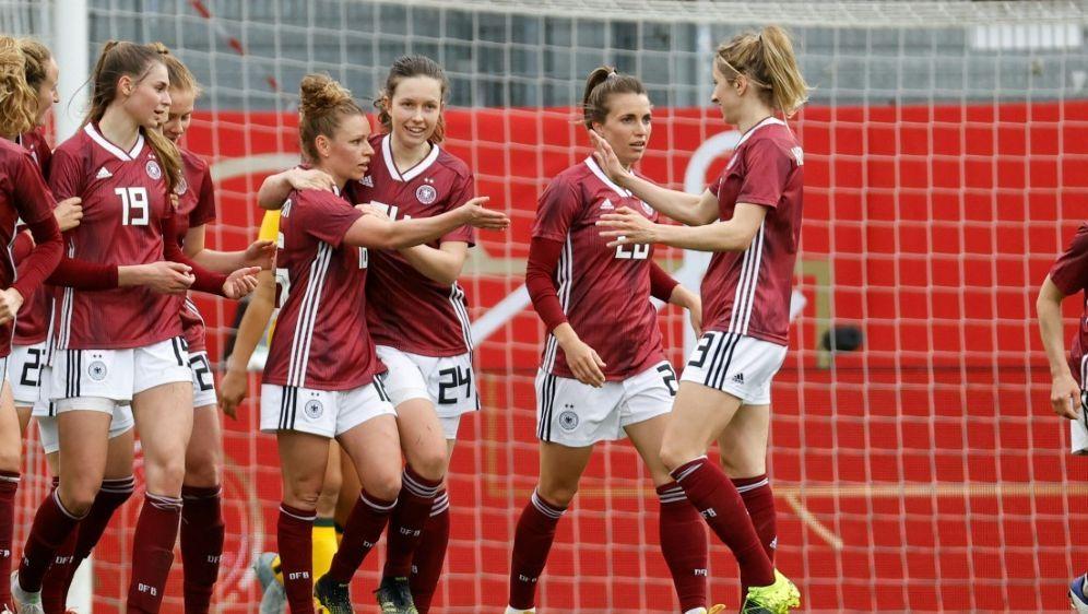 Die Fußball-Damen setzen ein Zeichen für Vielfalt - Bildquelle: FIROFIROSID