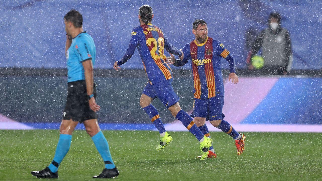 Im Regen von Madrid: Messi leitet Anschlusstreffer ein  - Bildquelle: 2021 Getty Images