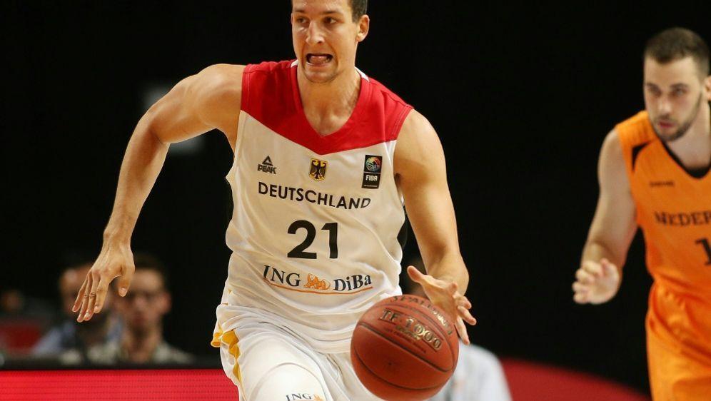 Paul Zipser lobt Hoeneß Engagement für den Basketball - Bildquelle: FIROFIROSID