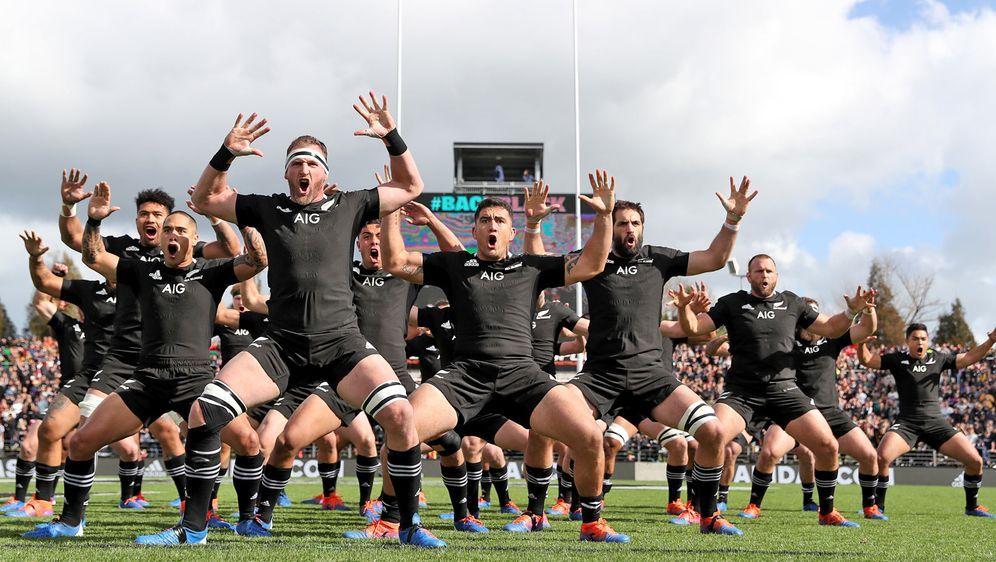 Die neuseeländische Nationalmannschaft bei ihrem traditionellen Haka. - Bildquelle: Getty