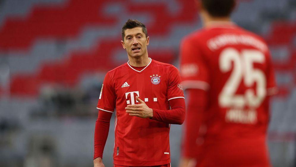 Robert Lewandowski und Thomas Müller sind mit dem FC Bayern in Stuttgart zu ... - Bildquelle: 2020 Getty Images