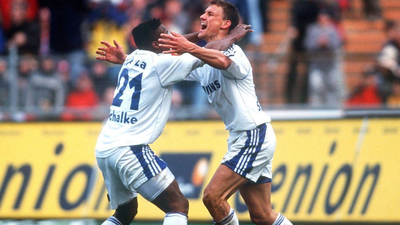 Emile Mpenza und Ebbe Sand (FC Schalke 04) - Bildquelle: Getty Images