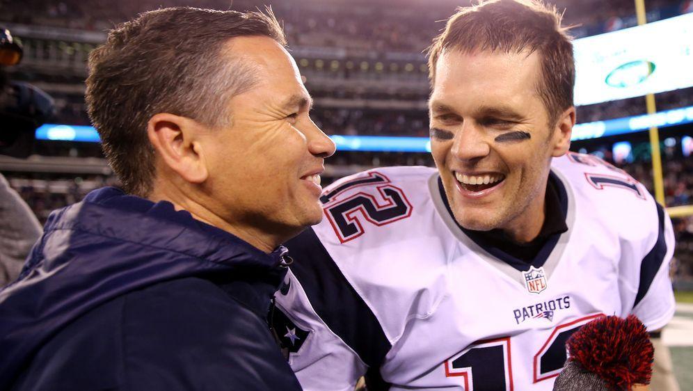 Tom Brady und Alex Guerrero. - Bildquelle: 2016 Getty Images