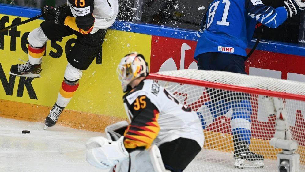 Lukas Reichel (l.) wechselt in die NHL - Bildquelle: AFPSIDGINTS IVUSKANS
