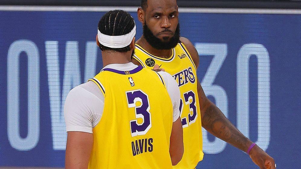 James (r.) und Davis stehen vor Finaleinzug - Bildquelle: AFPGETTYSIDMike Ehrmann