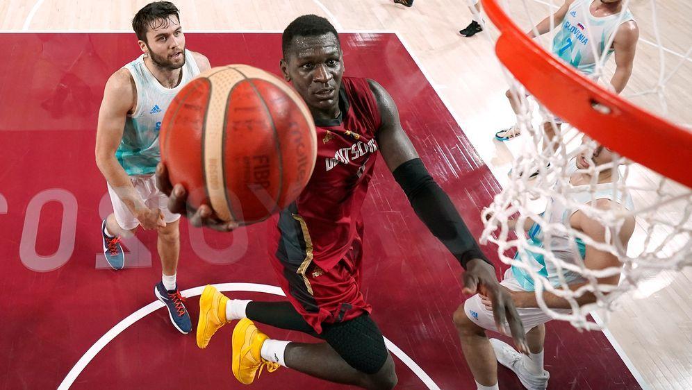 Isaac Bonga setzt seine Karriere in Toronto fort - Bildquelle: Getty Images