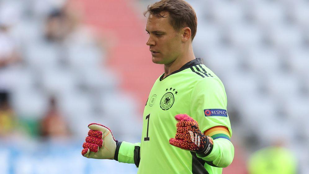 Streitfall Kapitänsbinde? Manuel Neuers neue Armverzierung könnte für den DF... - Bildquelle: Getty Images