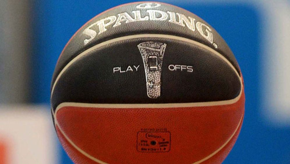 Foul, Doppeldribbel, Schrittfehler: Die wichtigsten Regeln des Basketball-Sp... - Bildquelle: Getty