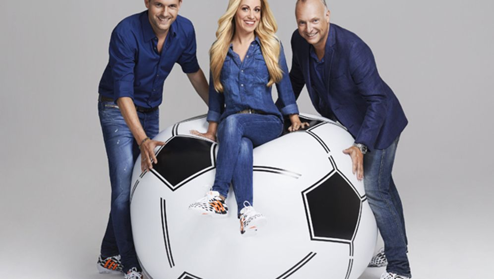 Matthias Killing, Andrea Kaiser und Frank Buschmann präsentieren die UEFA Eu... - Bildquelle: kabel eins / Martin Saumweber