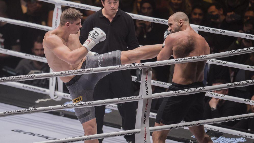 Rico Verhoeven (li.) setzt im Rückkampf gegen Badr Hari seinen Titel aufs Sp... - Bildquelle: imago/VI Images