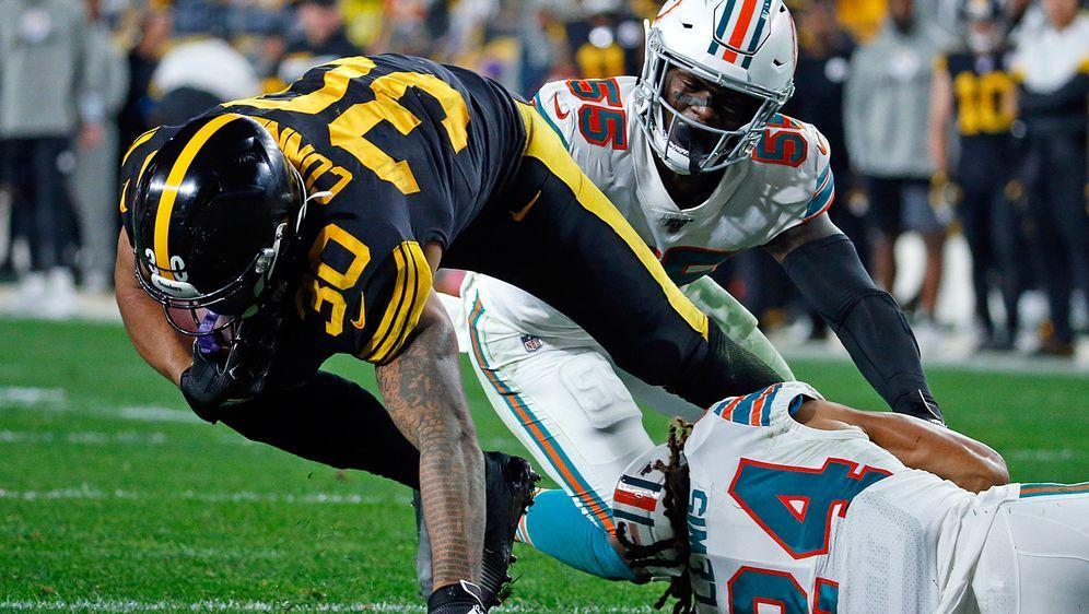 Durchgewühlt: James Conner von den Pittsburgh Steelers lässt sich von der De... - Bildquelle: Getty Images