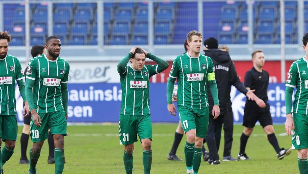 Der VfB Lübeck ist aus der 3. Liga abgestiegen - Bildquelle: FIROFIROSID