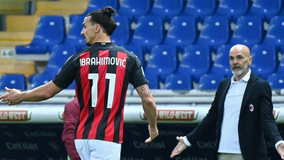 Zlatan Ibrahimovic wird mit rot vom Platz geschickt - Bildquelle: AFPAFPAlberto PIZZOLI