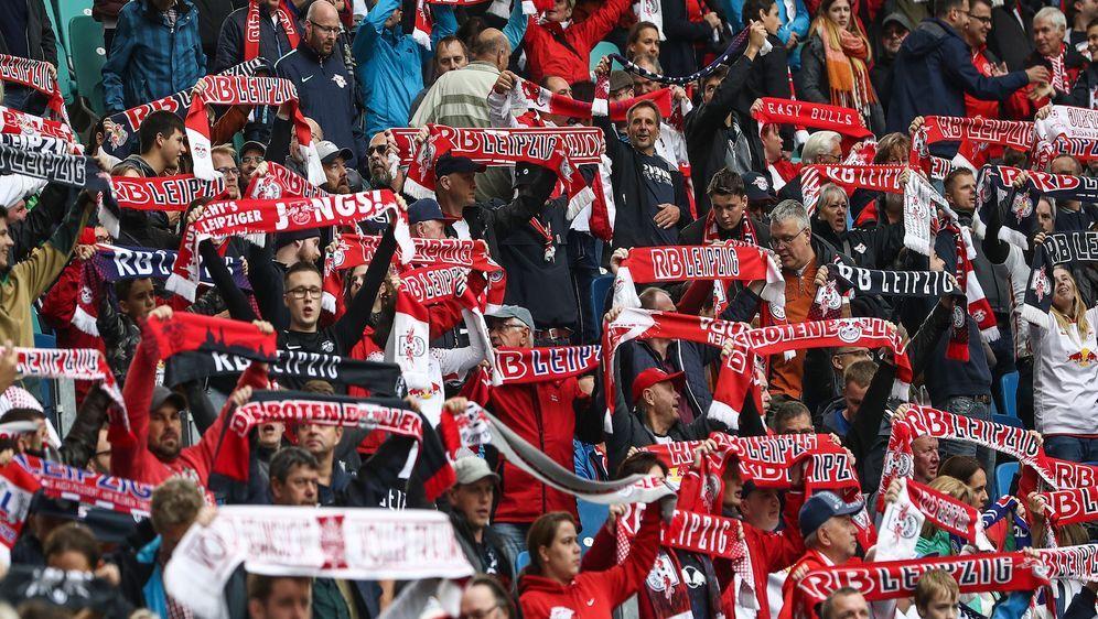 Fans von RB Leipzig dürfen ab September wieder - zumindest in Bruchteilen - ... - Bildquelle: getty