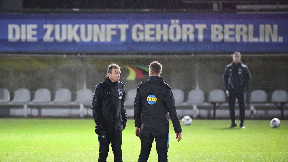 Klinsmanns erstes Training in Berlin war regnerisch - Bildquelle: imago