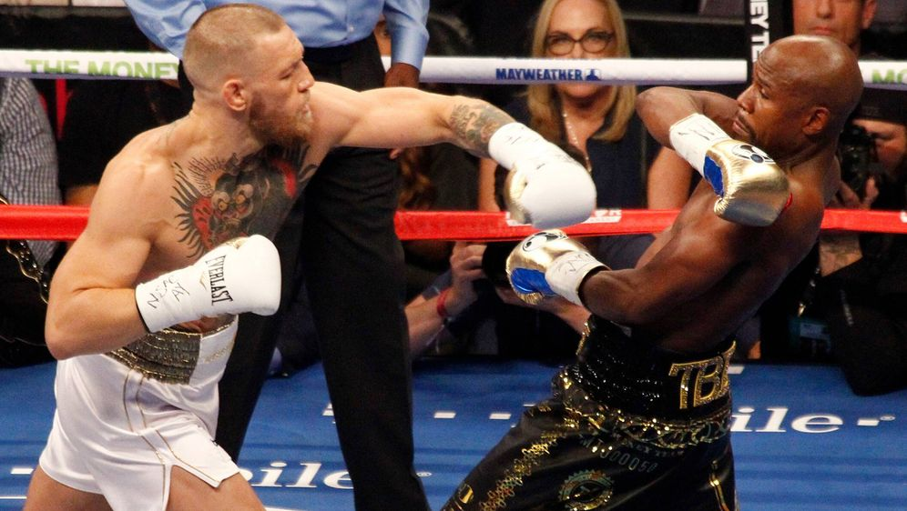 Conor McGregor verlor 2017 gegen Floyd Mayweather durch T.K.o. - Bildquelle: imago images/UPI Photo