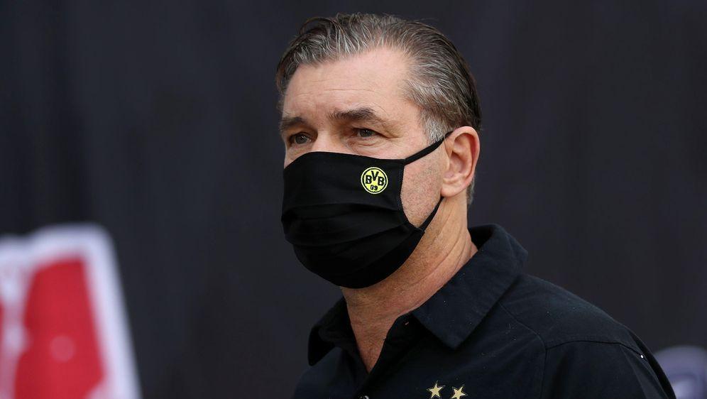 BVB-Sportchef Michael Zorc ist skeptisch, was die Austragung von Champions-L... - Bildquelle: getty