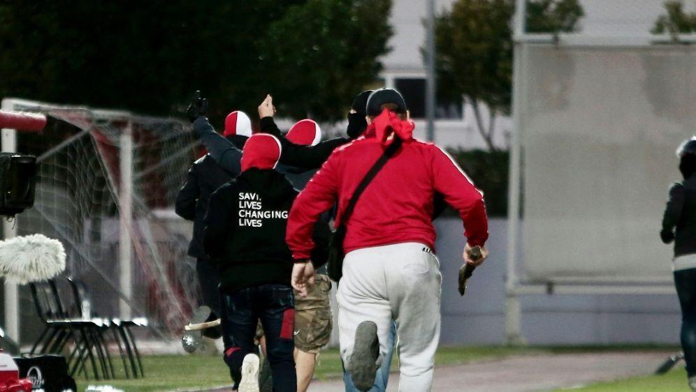 Bei den Angriffen wurden drei Bayern-Fans verletzt - Bildquelle: FIROFIROSID