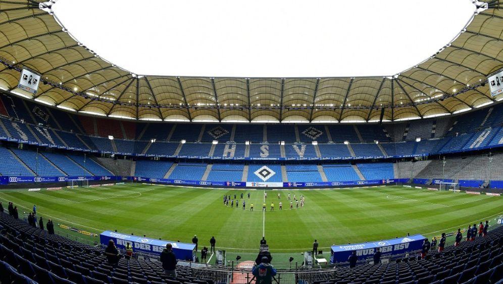 Nur 1000 Zuschauer beim Nachholspiel im Volksparkstadion - Bildquelle: FIROFIROSID