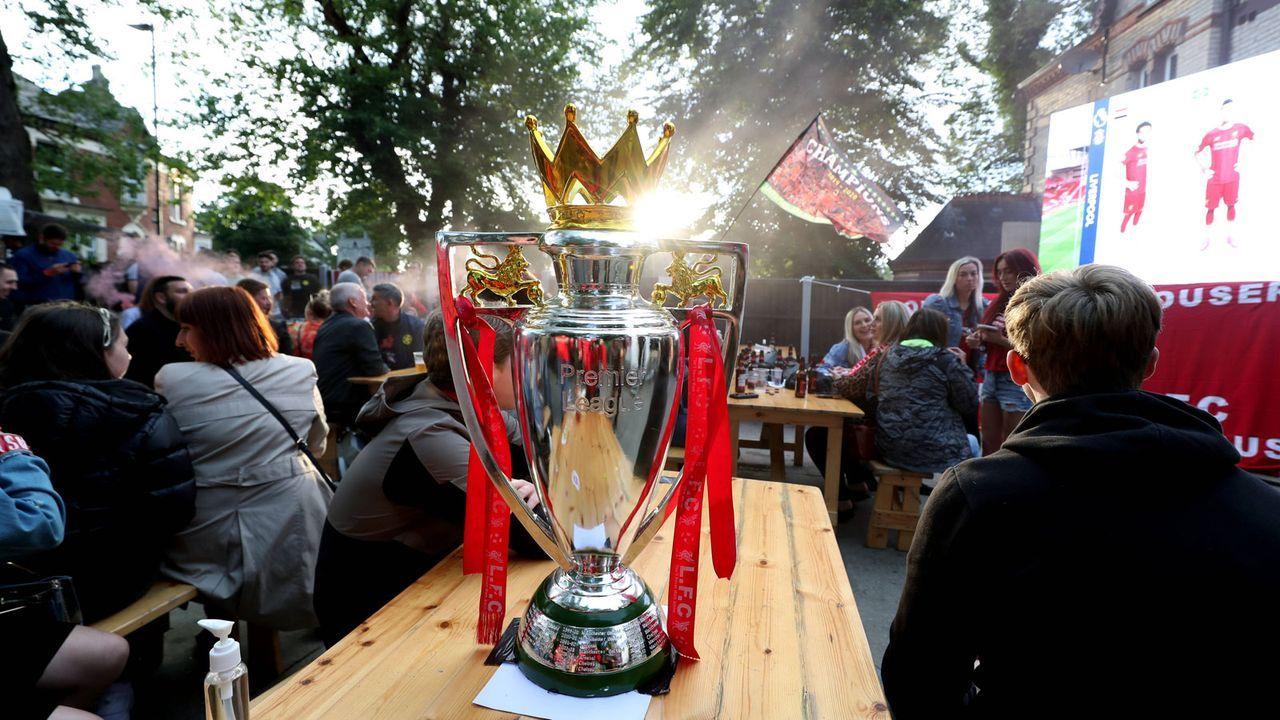 Premier-League-Trophäe erstmals in Liverpool - Bildquelle: imago