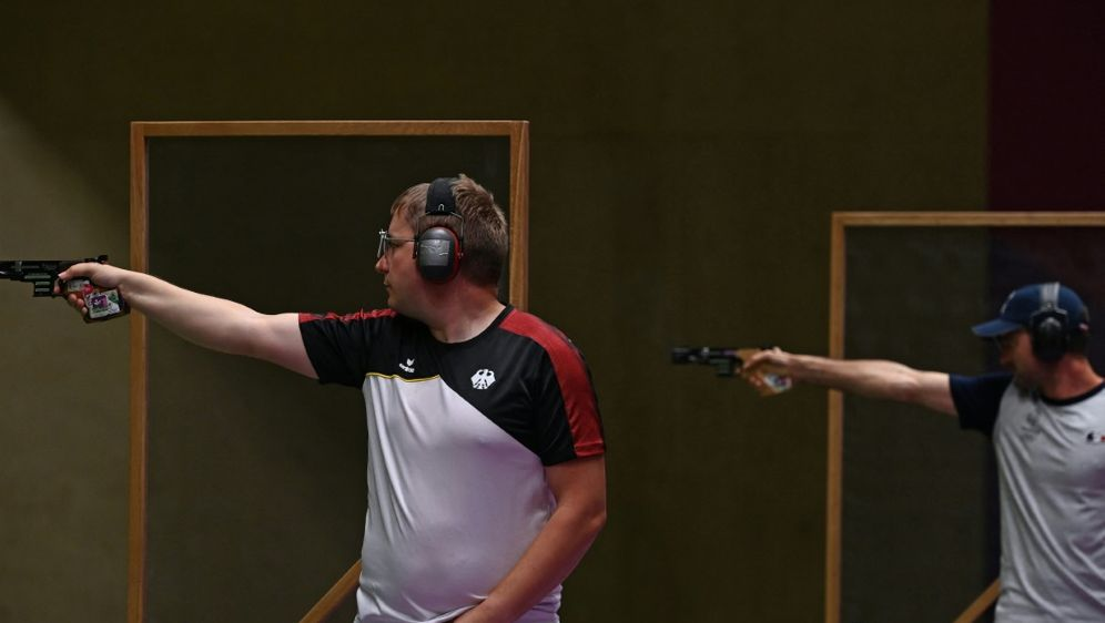 Reitz (l.) steht im Finale mit seiner Paradewaffe - Bildquelle: AFPSIDTAUSEEF MUSTAFA