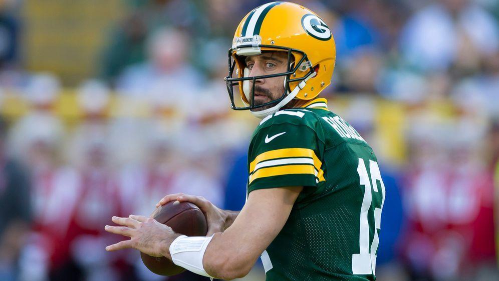 Aaron Rodgers setzte sich mit seinen Green Bay Packers knapp gegen die Carol... - Bildquelle: imago images/ZUMA Press