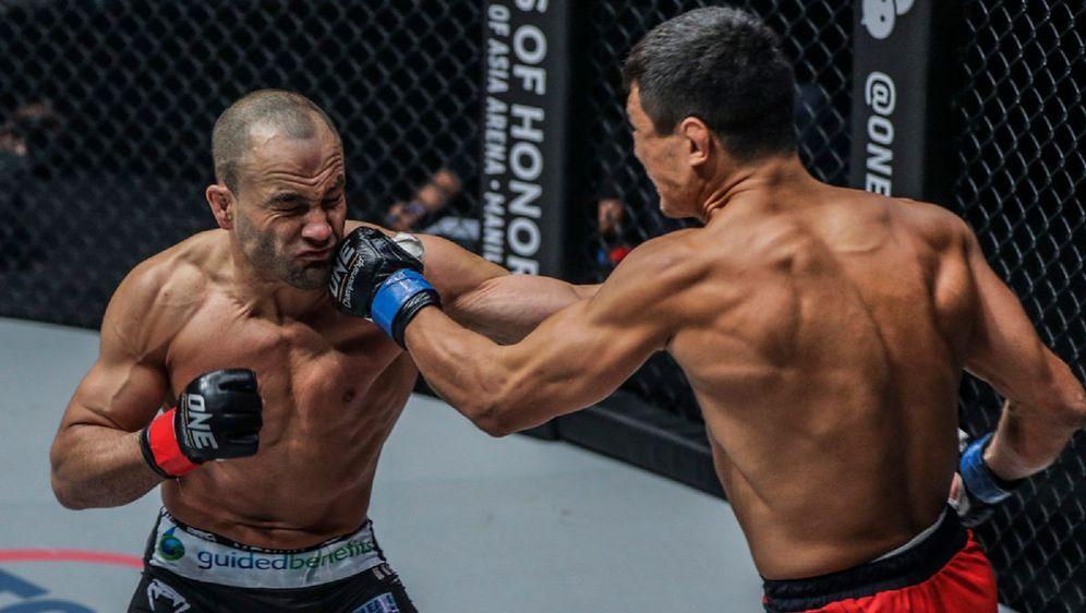 Eddie Alvarez (li.) unterlag Timofey Nastyukhin durch technischen Knockout - Bildquelle: ONE