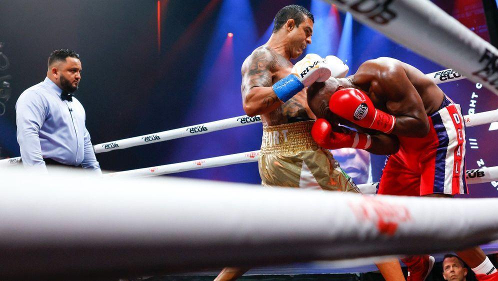 Evander Holyfield hatte gegen Vitor Belfort nicht den Hauch einer Chance. - Bildquelle: Getty