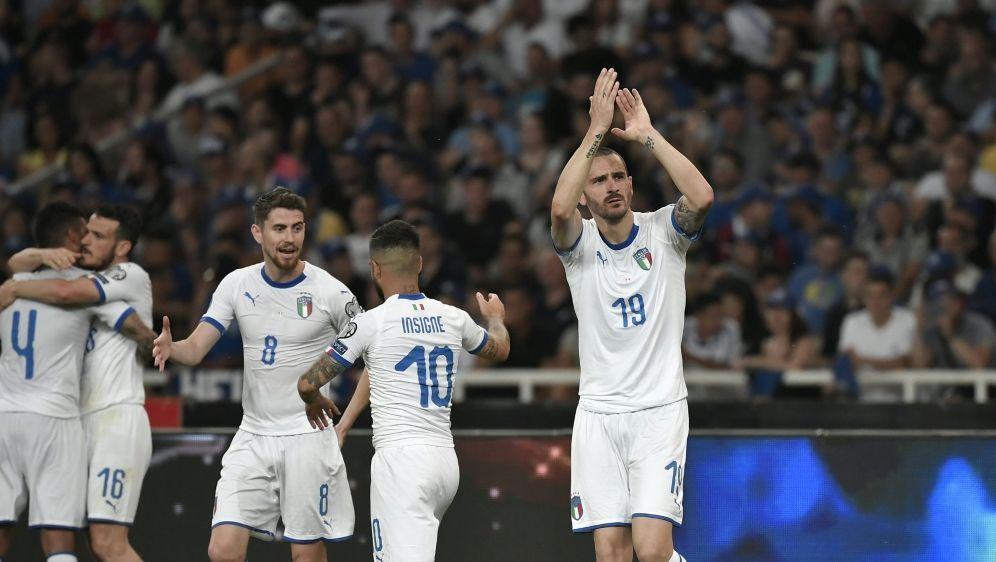 Bonucci (r.) erzielte das 3:0 gegen Griechenland - Bildquelle: AFPSIDLOUISA GOULIAMAKI