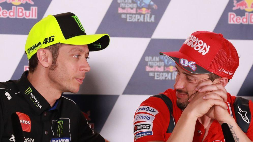 Valentino Rossi und Andrea Dovizioso könnten auch in der DTM gegeneinander a... - Bildquelle: LAT