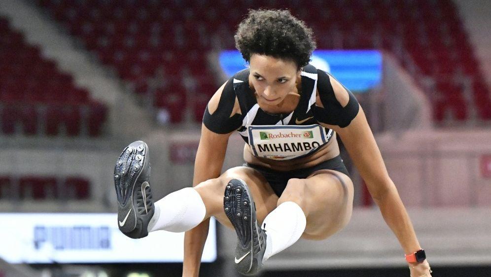 Malaika Mihambo gelingt erster 7-Meter-Sprung der Saison - Bildquelle: AFPPOOLSIDMARTIN MEISSNER