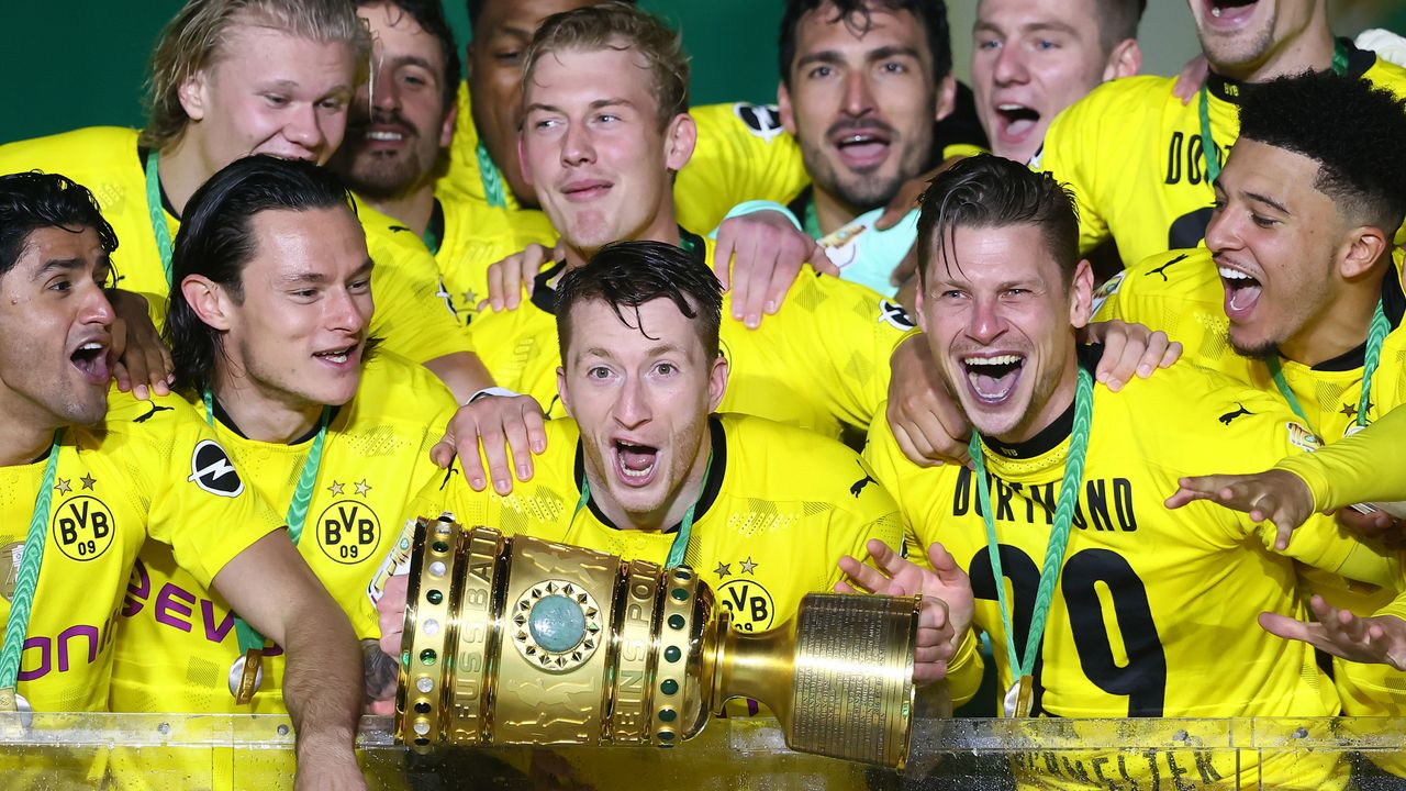 Reus mit Pokalsieg Nummer 2 - Bildquelle: 2021 Getty Images
