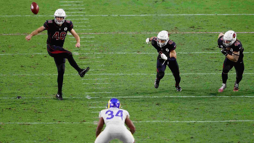 Die Arizona Cardinals versuchen gegen die Los Angeles Rams einen Onside Kick... - Bildquelle: getty