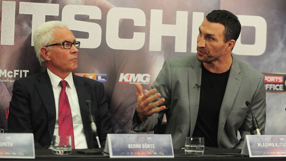 Wladimir Klitschko mit Manager Bernd Bönte. - Bildquelle: imago/Colorsport
