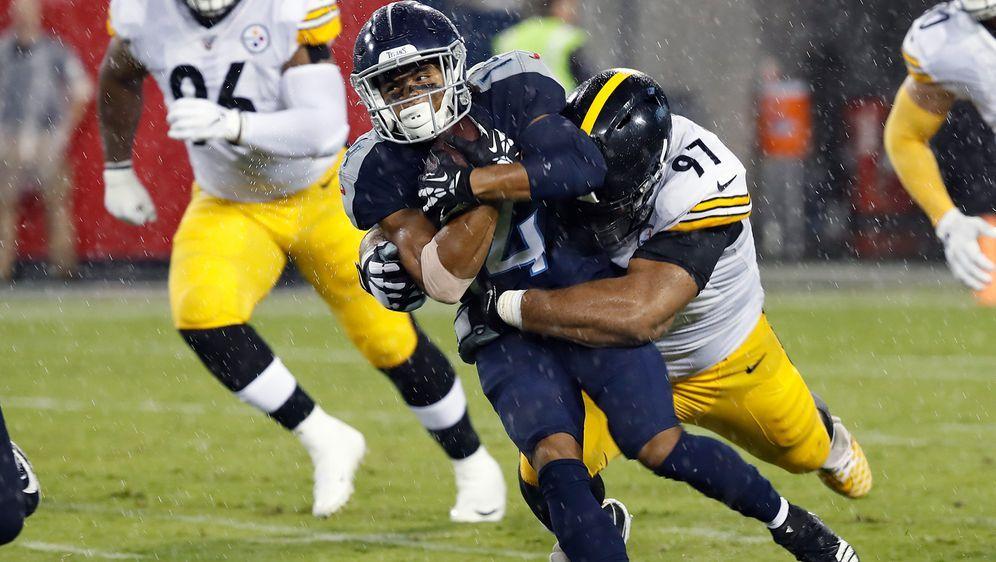 Das Spiel zwischen den Pittsburgh Steelers und den Tennessee Titans wird ver... - Bildquelle: Getty Images