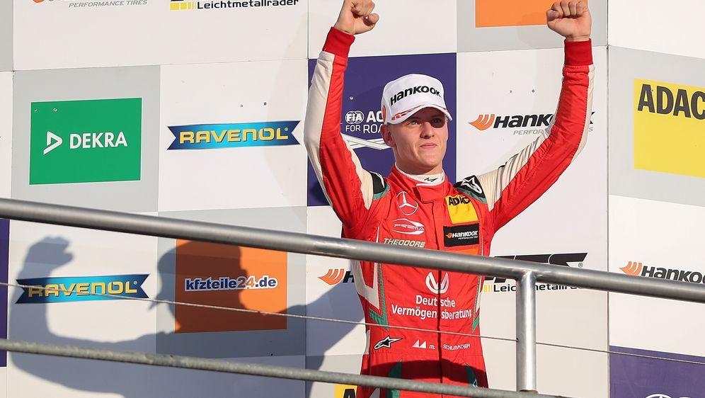 Mick Schumacher hat am Samstag in Sotschi gewonnen. - Bildquelle: Getty